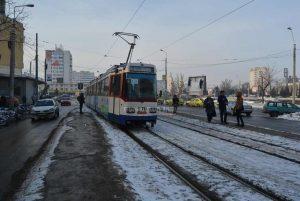 tramvai_soseste_in_statie_iarna-1024x685