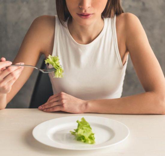cum să pierzi grăsimea superioară a spatelui pierderi în greutate pentru bărbați la 50 de ani